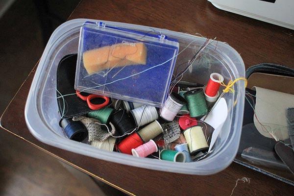 Small sewing box with random thread