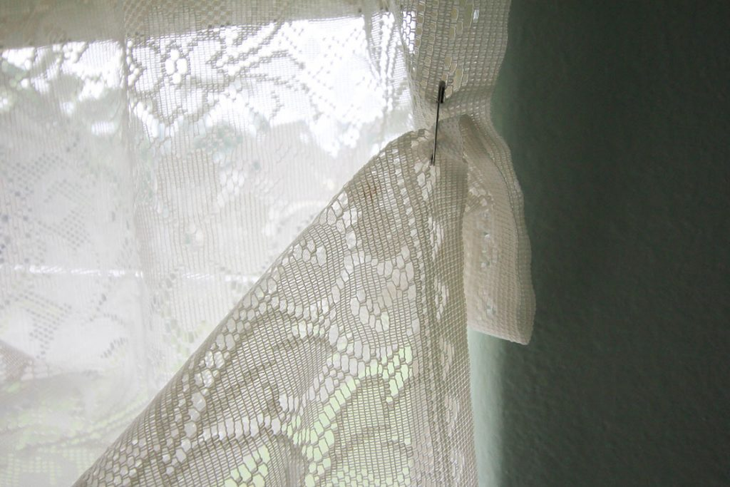 how to make lace balloon curtains