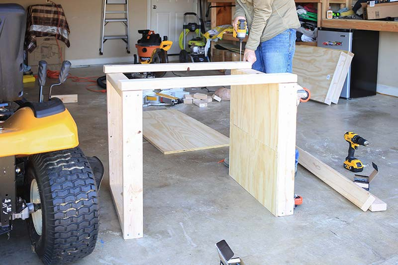 attaching the table legs