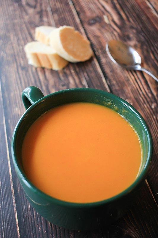 Carrot soup with french bread